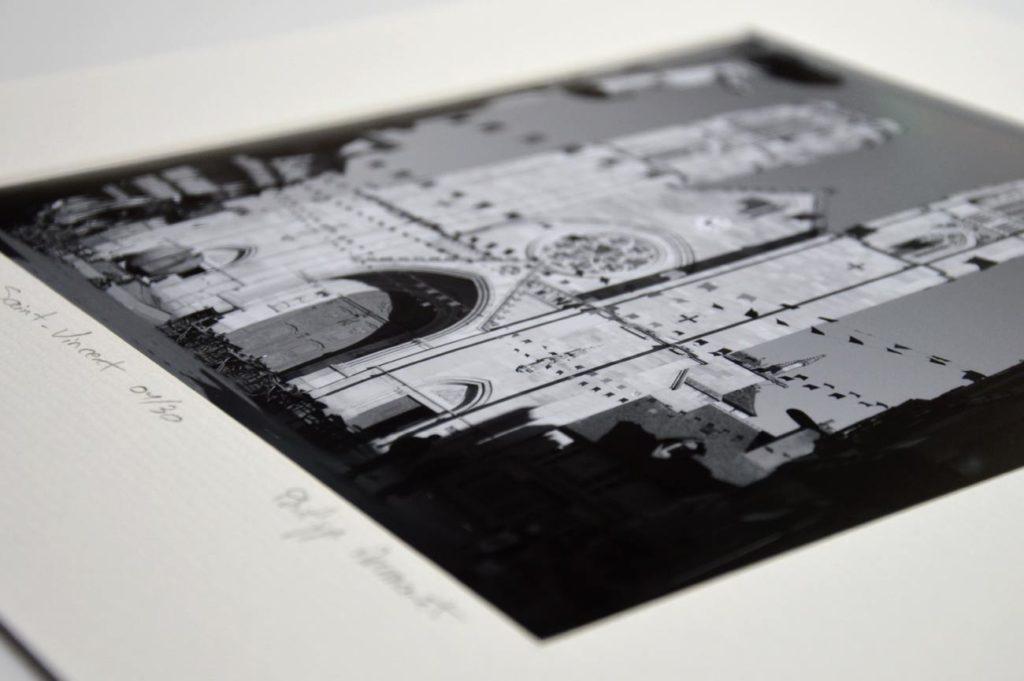 Photo en noir et blanc de la Cathédrale Saint-Vincent. Tirage numéroté.